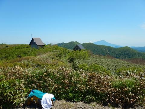 白神岳山頂からの岩木山