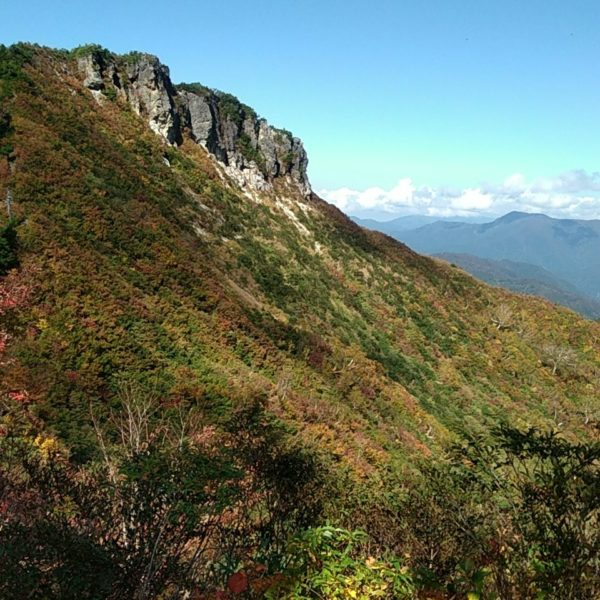 三方岩岳と野谷荘司山