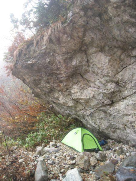 錫杖岩舎で幕営