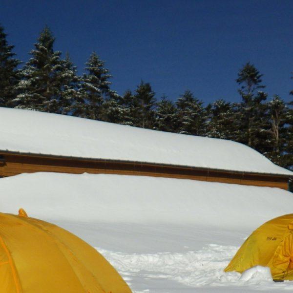 2. 翌日。最高の天気だが、ゆっくり起きたので塩見往復は厳しいだろな。