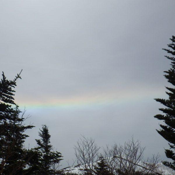 9. 翌日の悪天を知らせる彩雲が出て来た。今日はもうテントに帰る。