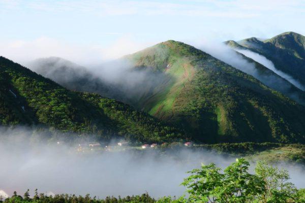 トンビ岩コースから望む別山。下に南竜ヶ馬場テント場も見える