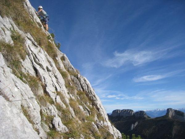 05_隣のルートを登るクライマー