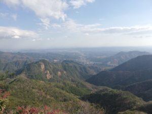 本日の最高点、大岩(756m)からの眺め。伊勢湾まで見渡せました。