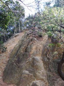 岩場の下りもありました。