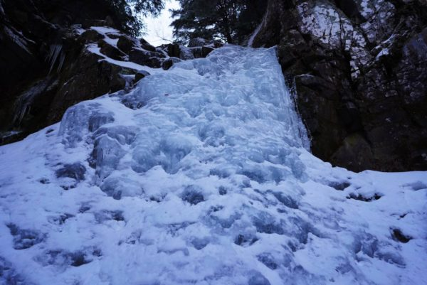 02 快適なナメ滝をフリーで登攀