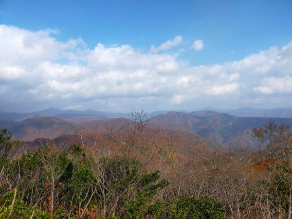 山全体が紅葉していて美しい